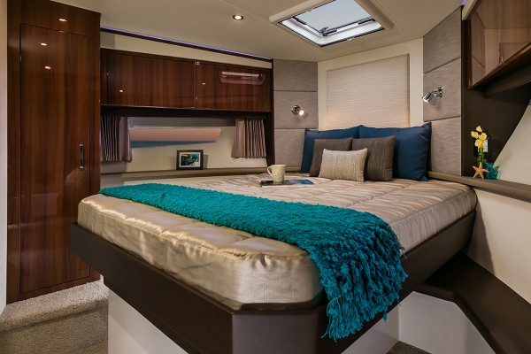 Carver C37 Coupe Stateroom