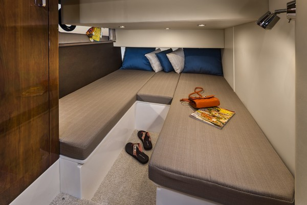 Carver C43 Coupe Guest Stateroom
