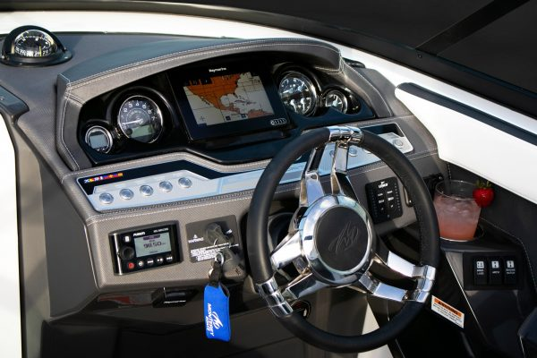 Monterey 258SS Helm