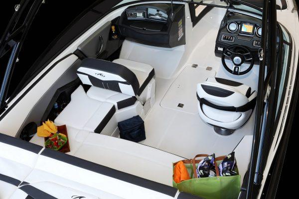 Monterey 218SS Cockpit-3349