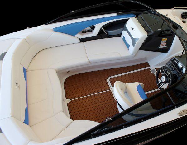 Monterey 224FS Cockpit-3342