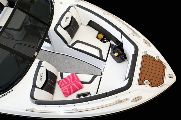 Monterey 238SS Bow-3354