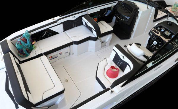 Monterey 258SS Cockpit-3361
