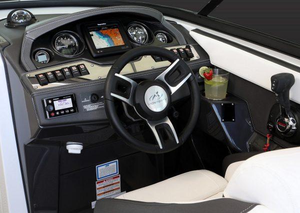 Monterey 278SS Helm-3388
