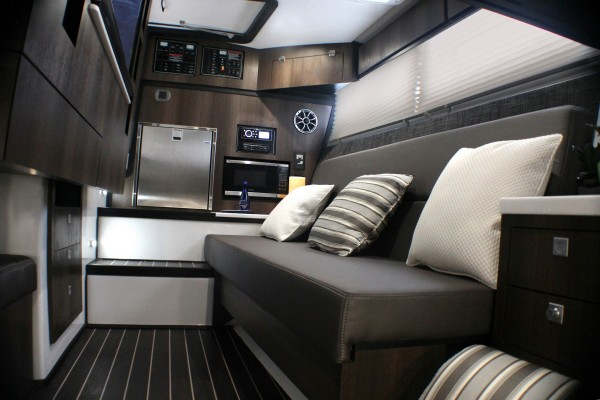 Monterey 385SE cabin2