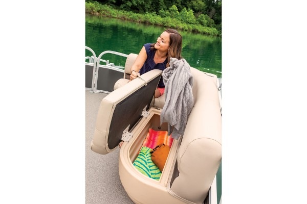 Sun Tracker Party Barge 18 DLX 2019 01