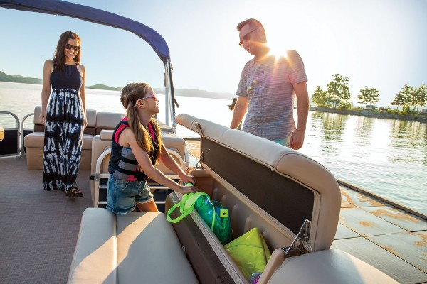 Sun Tracker Party Barge 20 DLX 2019 02