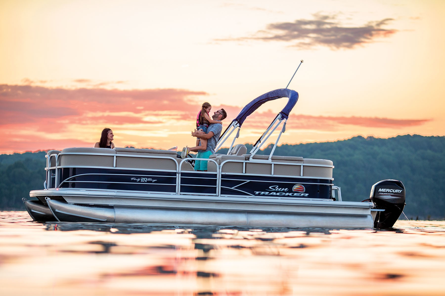 Sun Tracker Party Barge 20 DLX 2019 09