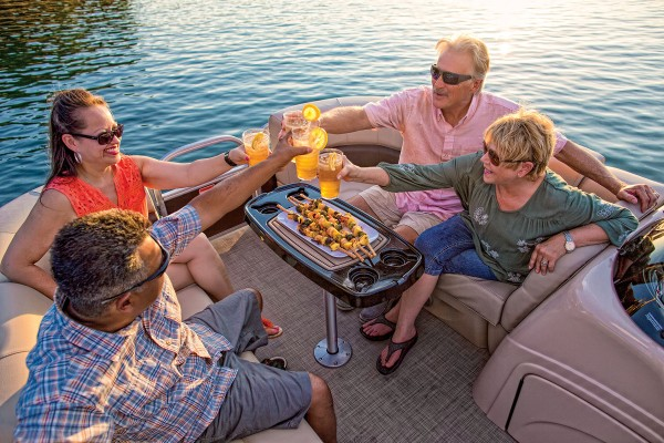 Sun Tracker Party Barge 22 DLX 2019 04