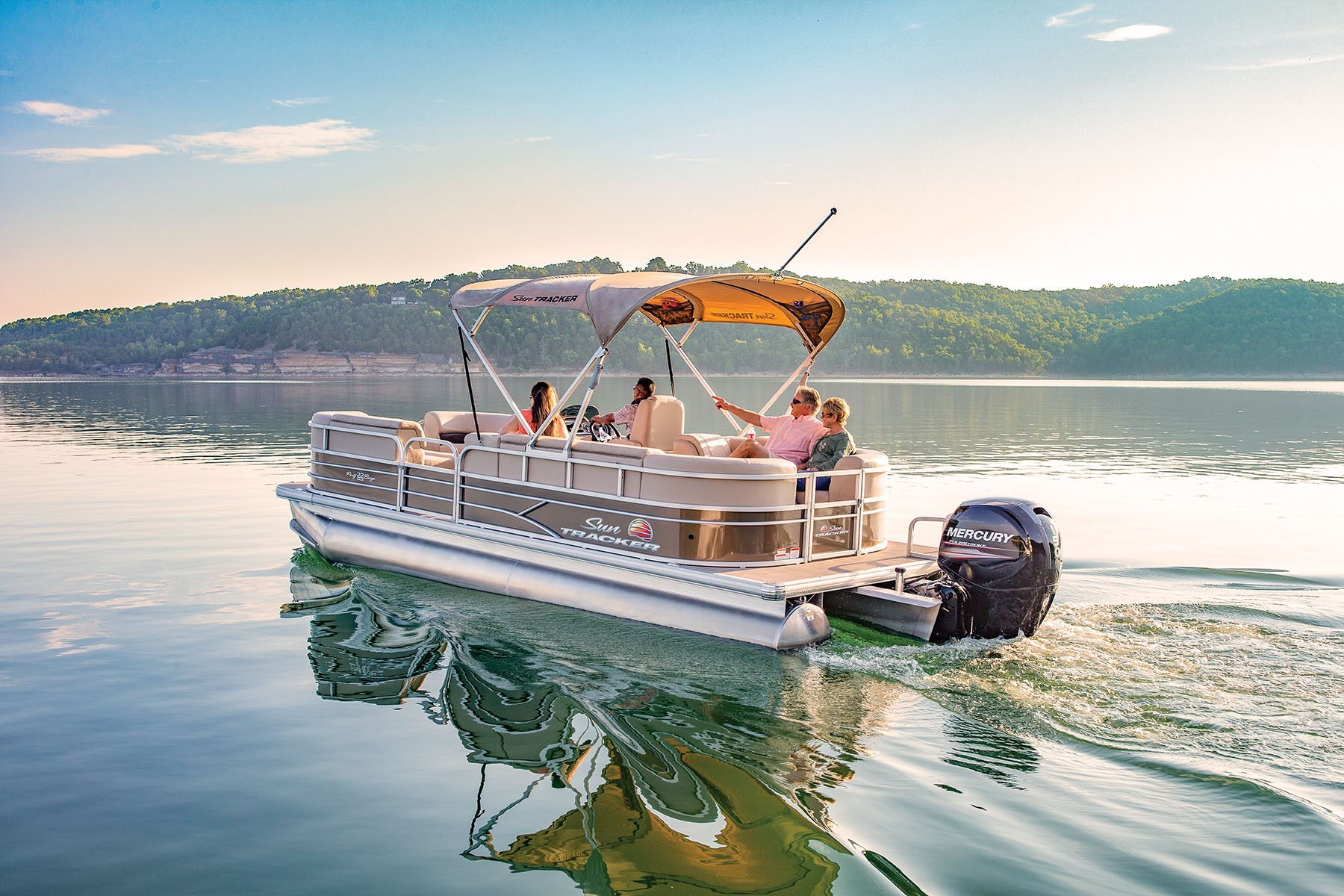 Sun Tracker Party Barge 22 DLX 2019 10