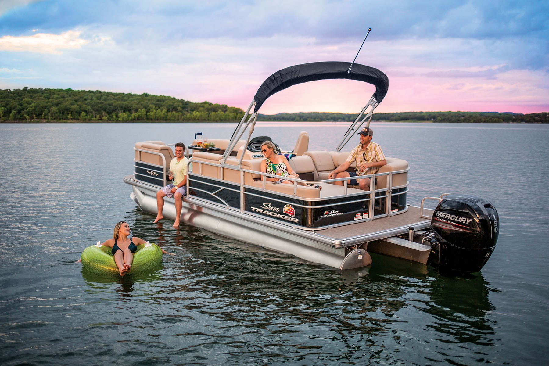 Sun Tracker Party Barge 22 RF DLX 2019 10