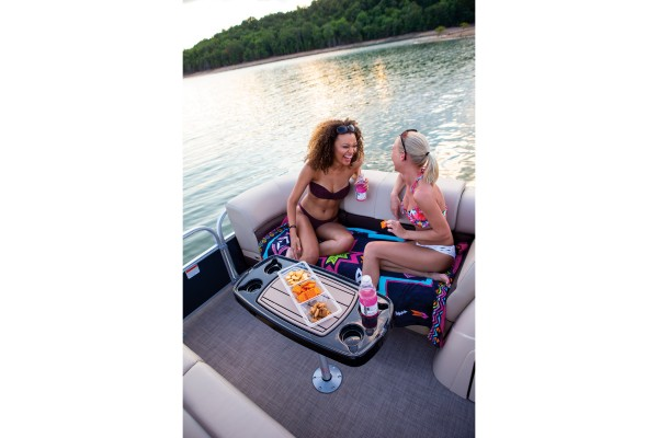 Sun Tracker Party Barge 22 RF XP3 2019 01