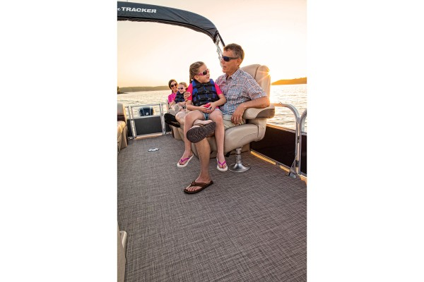 Sun Tracker Party Barge 24 DLX 2019 03