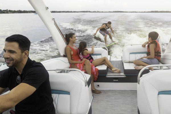 Regal LS4 Surf lifestyle_19_035