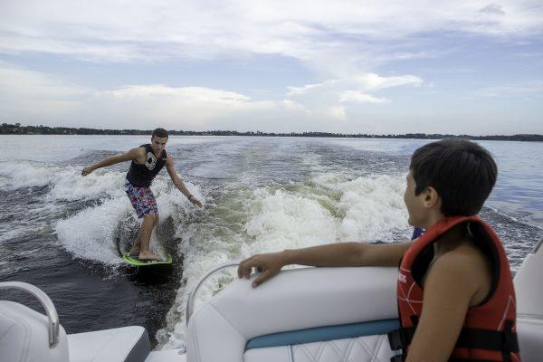 Regal LS4 Surf lifestyle_19_074