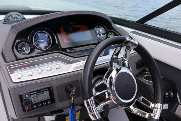 Monterey 255ss helm