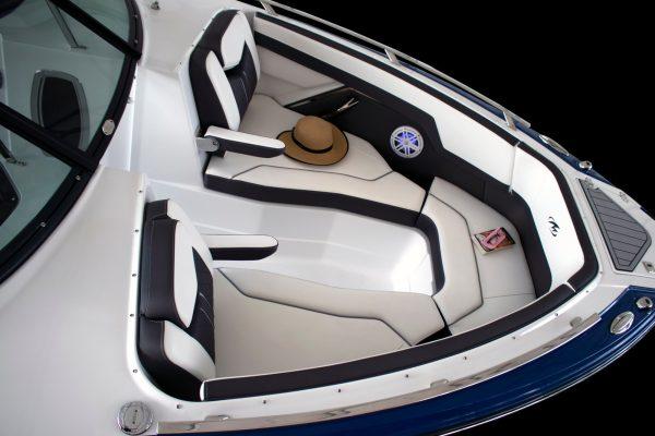 Monterey 275SS bow