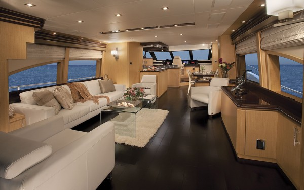 Marquis 720 Tri-Deck Salon