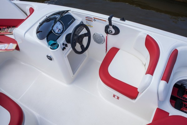 Bayliner Element E18 Helm Seating