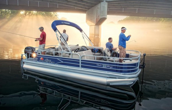 Sun Tracker Fishin Barge 22 DLX 3
