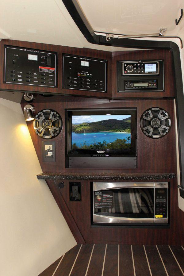 Monterey 328SS_MidCabin3