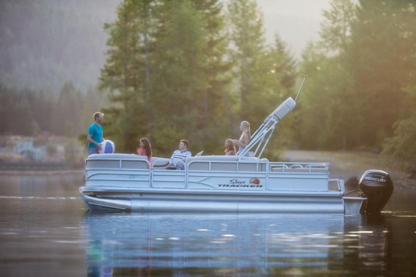 Sun Tracker Party Barge 22 DLX 2