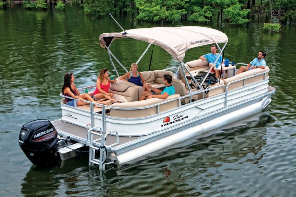 Sun Tracker Party Barge 24 DLX 3