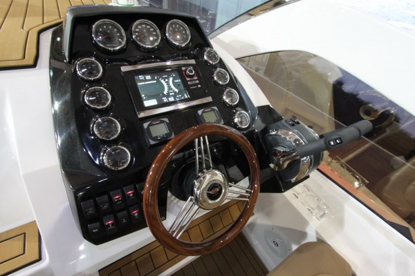 FS Yachts 320 Elite Helm